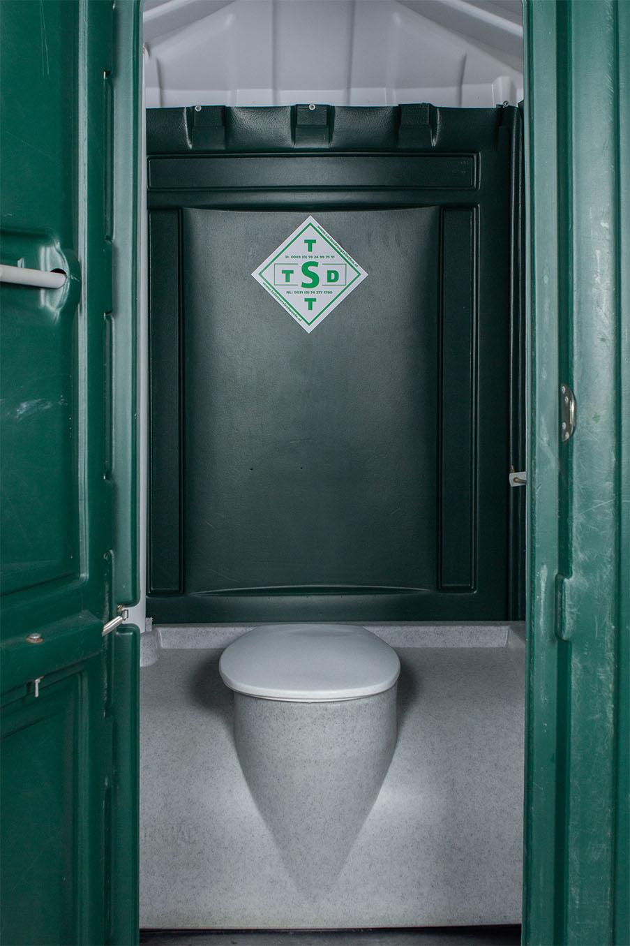 Mobiele toiletcabine binnenkant