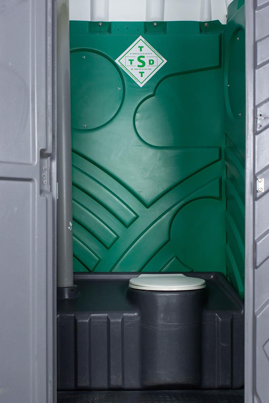 Mobiele toiletcabine met spoeling binnenkant totaal